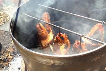 Halfüstölés és sütés olajoshordóban