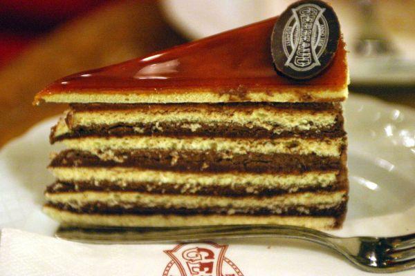 dobos-torta-friss-ropogos