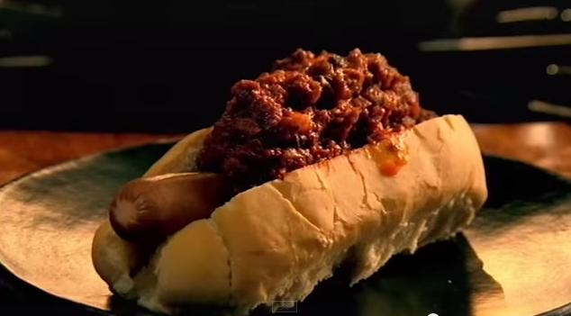 gordon-ramsay-hot-dog-chili-marha-hus-magyarul