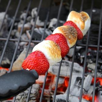 grillezett-eper-mashmallow-nyars