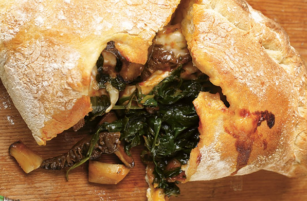 jamie-oliver-calzone-pizza-gomba-spenót-magyarul-recept