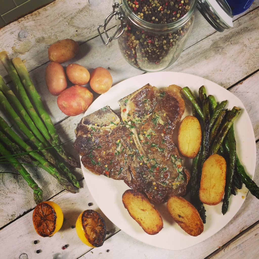 T-bone-steak-fuszervaj-sparga-krumpli