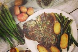 T-bone steak – Fűszervaj, spárga és Ropogós krumpli