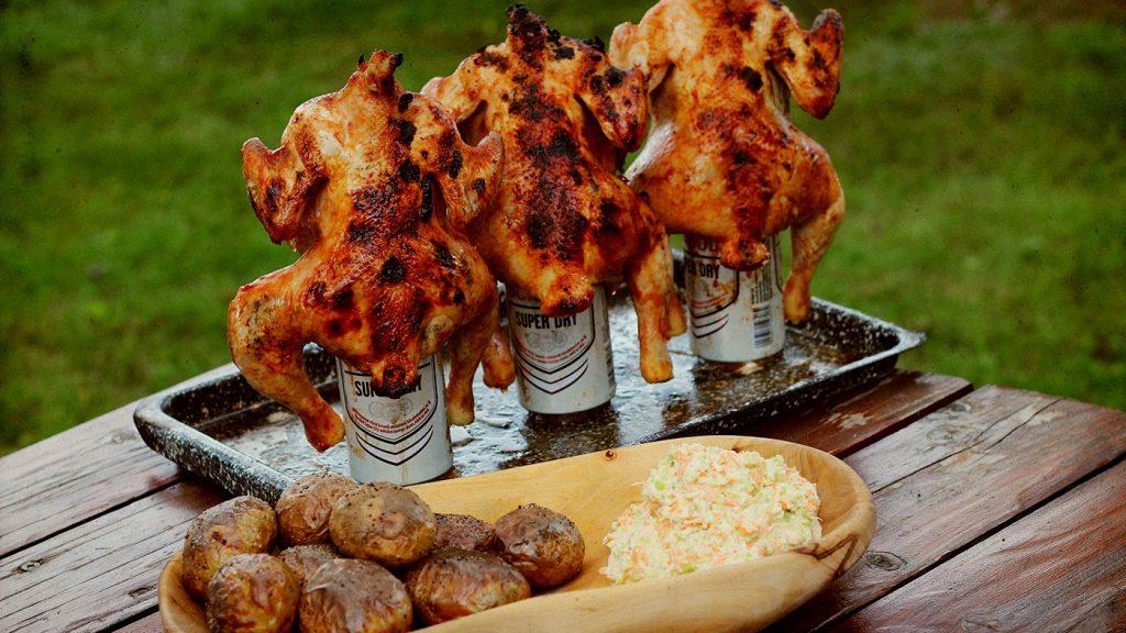 sörösdobozra ültetett csirke
