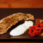 Roston pulyka, sajtmártás, sült zöldségek