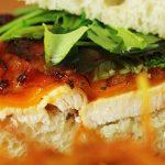 Ropog a bacon, szaftos a csirke, olvadozik a sajt, mit akartok még?!