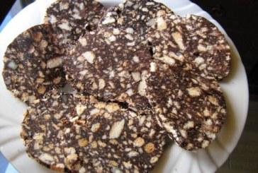 Sütés nélkül – Diós mazsolás keksz szalámi