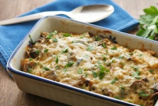 Gombás sajtos rakott tészta – alig fél óra alatt elkészíthető finomság!