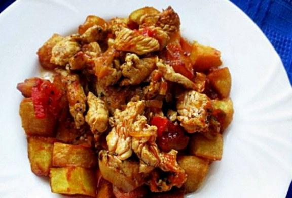 Ínycsiklandó, fűszeres lecsós Csirke – Egyszerű, ízletes egytálétel