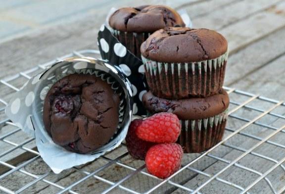 Nagyon csokis málnás muffin bögrésen,  recept