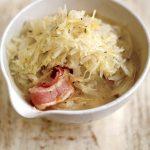 Jamie Oliver:  Párolt Káposzta – Baconnel és kakukkfűvel