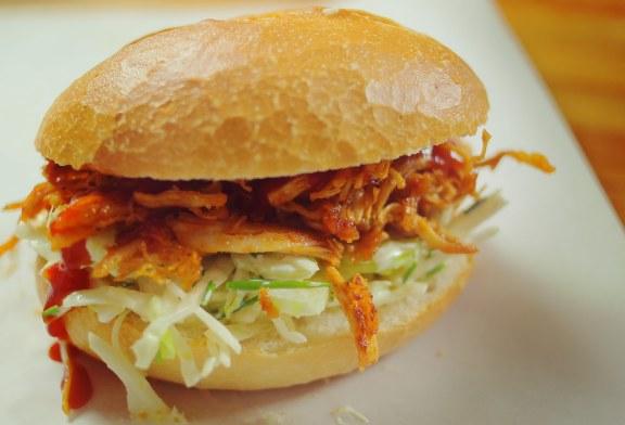 Tépett BBQ csirke szendvics, recept