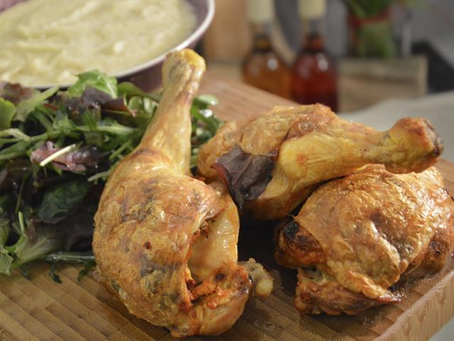 Kolbaszos-petrezselyemes-toltott-csirke-zold-fuszer