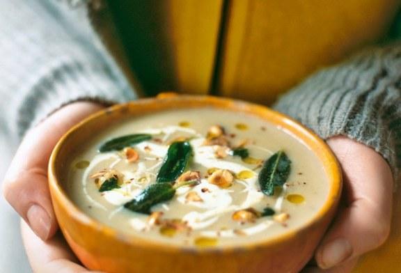 Jamie Oliver: Forró almás ZellerKrém leves – Ropogós zsálya levelekkel