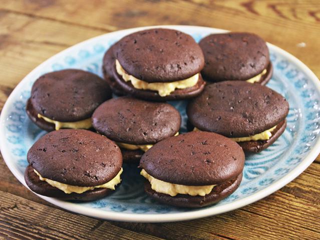 toltott-csokis-keksz