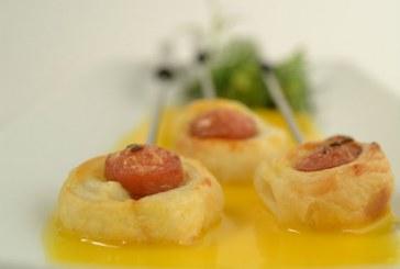 Cheddar sajtszósz Tésztában sült virslivel, recept