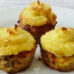Fasírt muffinsütőben sütve, krumplipürével
