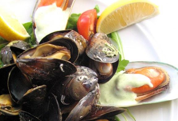 15-30 perc : Fekete- és zöldkagylók blansírozva