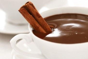 Klasszikus forró csokoládé fahéjjal