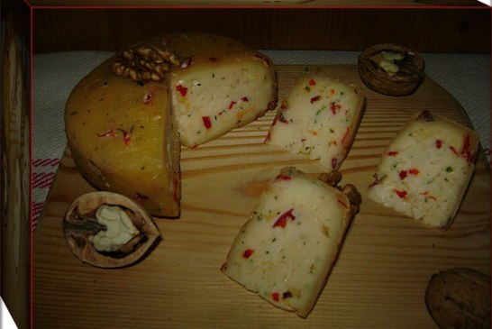 Fűszeres fokhagymás házi sajt, recept