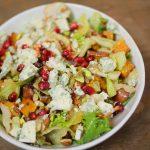 Gránátalmás-édesburgonyás téli saláta naranccsal