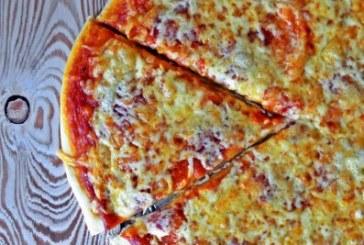 Lusta pizzatészta – 10 perc, kelesztés, dagasztás nélkül