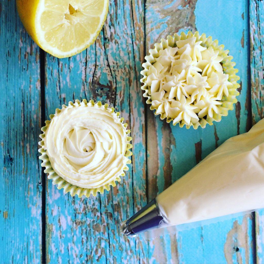Citromkrémes erdei gyümölcsös cupcake