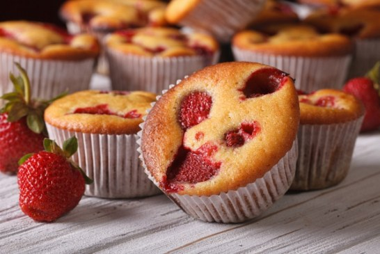 30 perces bögrés muffin illatos Eperrel, recept