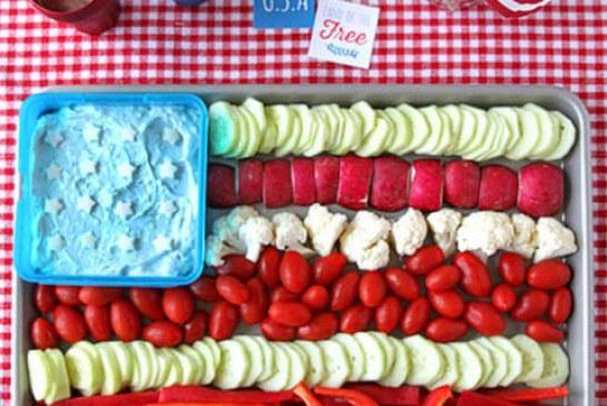 Partyra: amerikai zászló zöldségek és Dip-ből …