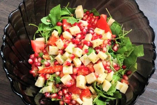 Gránátalmás rukkola saláta édes vinegrette mártással, recept
