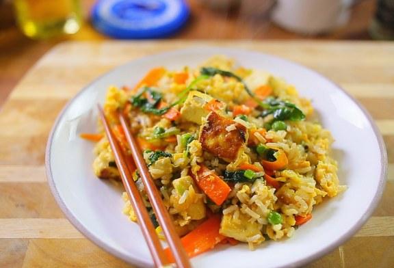 Nagyon gyors vacsora: tojásos pirított rizs