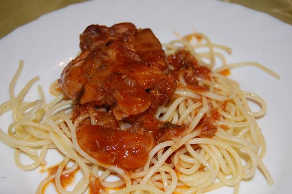 Paradicsomos csirke fokhagymás spagettivel