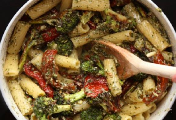 Csak 5 hozzávaló kell – Brokkolis pestós tészta