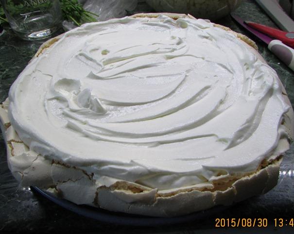 Gyümölcsös Pavlova torta