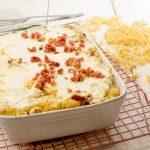 Tejfölös, kolbászos rakott tészta – recept