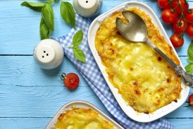 Egyszerűen gyors: Sonkás, sajtos rakott tészta – recept