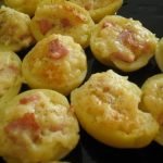 Tejfölös sonkával és tojással töltött burgonya sajttal megszórva!, recept