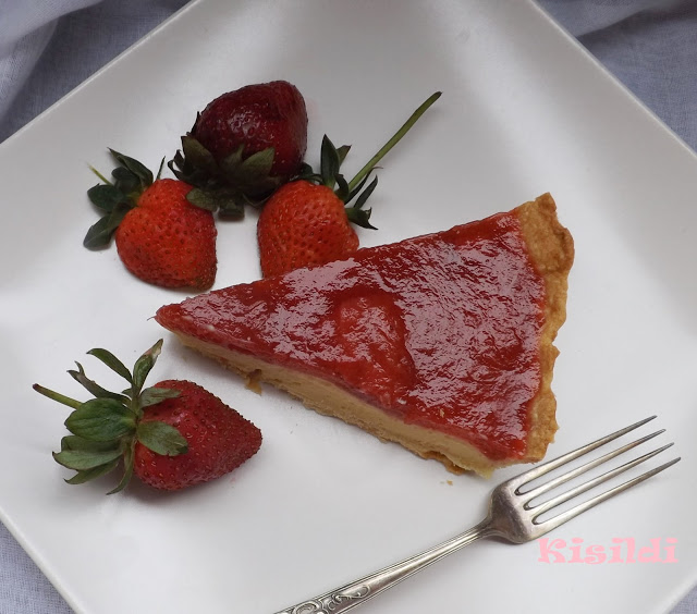 Vaníliakrémes epres-rebarbarás pite