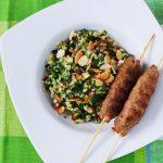 Közel-Keleti Tabulé saláta fűszeres bárány nyárssal – recept