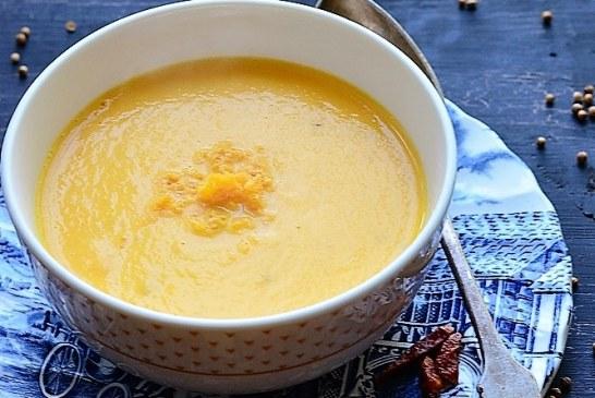 Chili-korianderes sárgarépa krémleves cheddar morzsával, recept