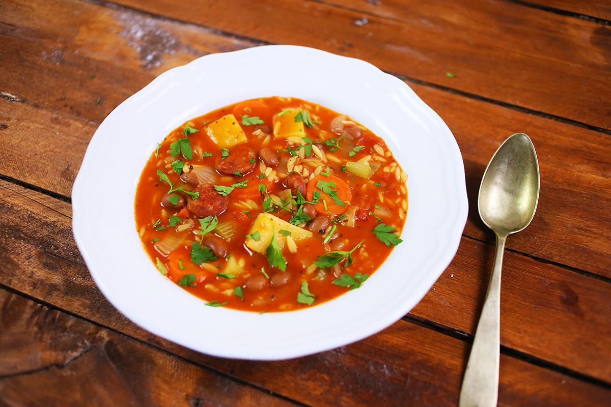 Kolbászos minestrone orzo tésztával
