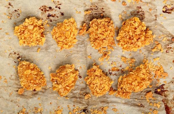 Csirkefalatok corn flakes bundában