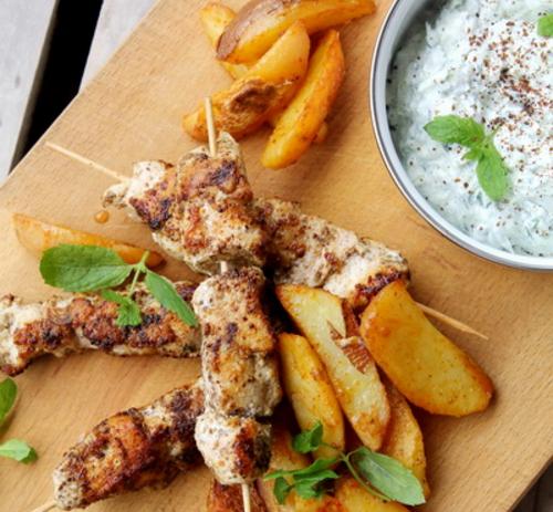 Igazi Görög csirkemell nyárs mentás tzatzikivel