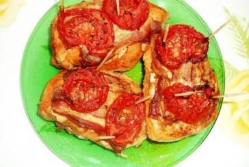 Bazsalikomos paradicsommal tűzdelt csirkemell, recept