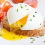 A tökéletes buggyantott tojás elkészítése, recept