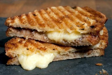 Grillezett pirog sajttal