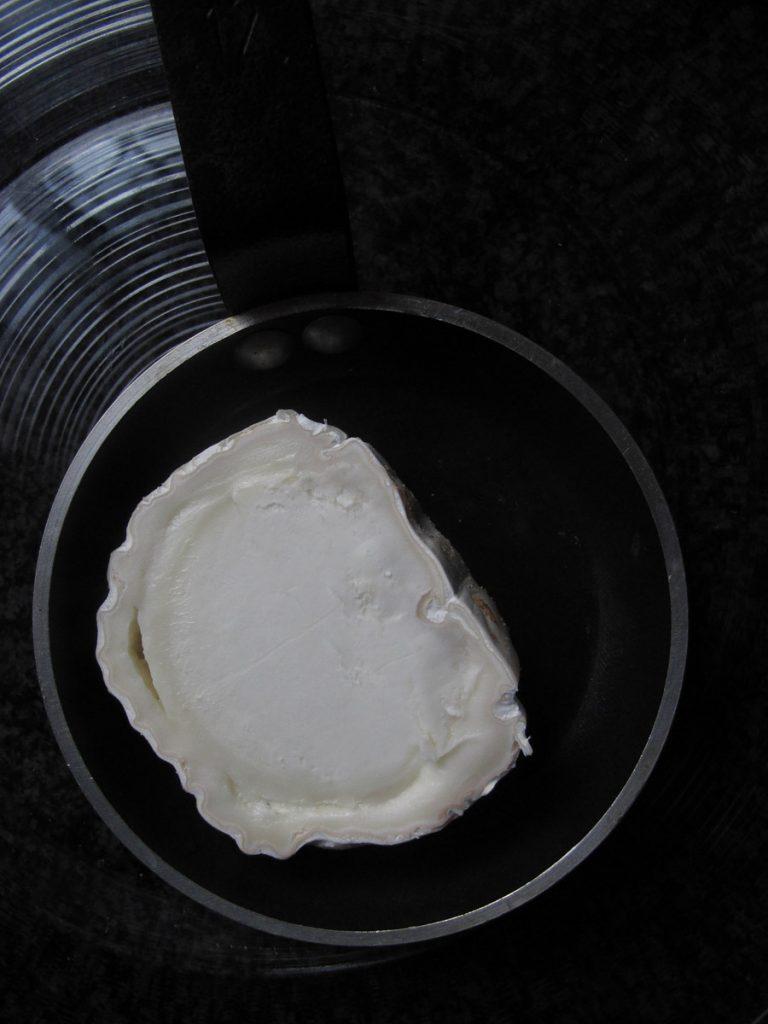 grillezett-kecskesajt-mez-vinegrett-chevre-chaud1