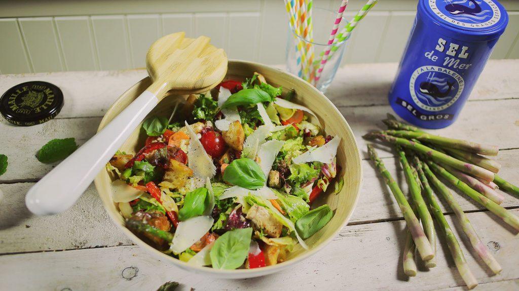 csirke-salata-hazi-croutonnal