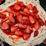 Epres Pavlova torta – Illatos Rózsavízzel