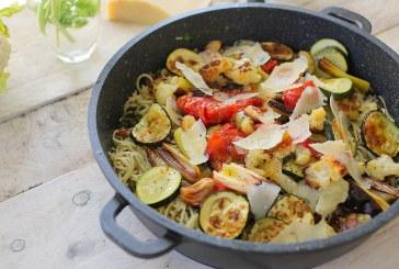Grillezett zöldséges spagetti – Kapribogyós vajmártással
